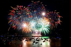 800px-Canada's_fireworks_at_the_2013_Celebration_of_Light_in_Vancouver,_BC