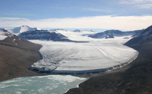 800px-Upper_Victoria_Glacier